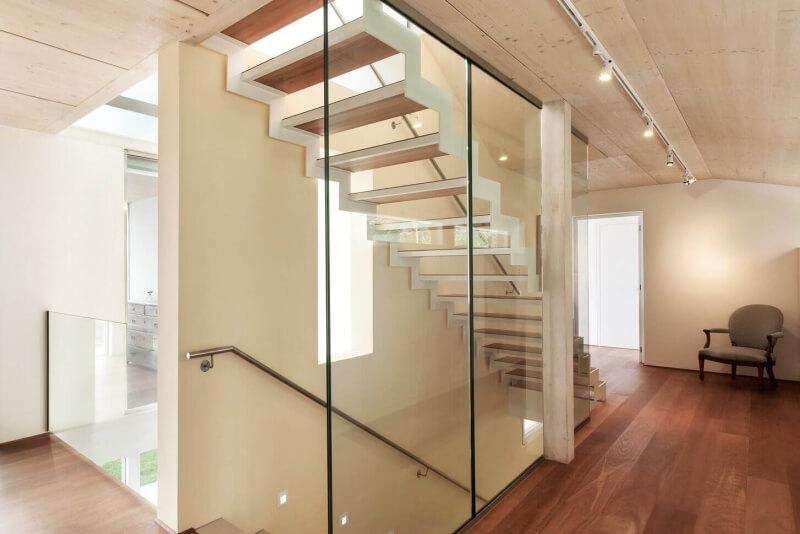 absturzsichere-verglasung-an-treppe
