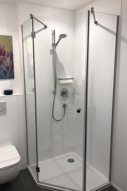 Fünfeck Duschkabine dreiteilig mit Stabilisierungsstange