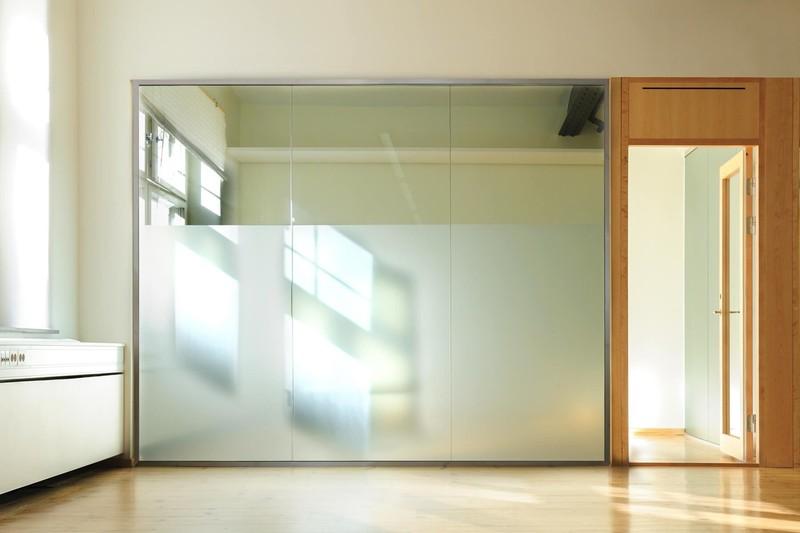 glastrennwand-slim-teilsatiniert-ohne-öffnung