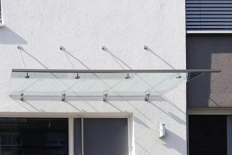 günstige-vordächer-für-haustüren