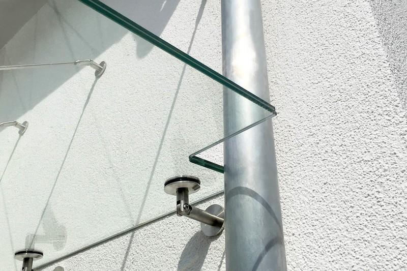 punto-glas-vordach-mit-ausschnitt