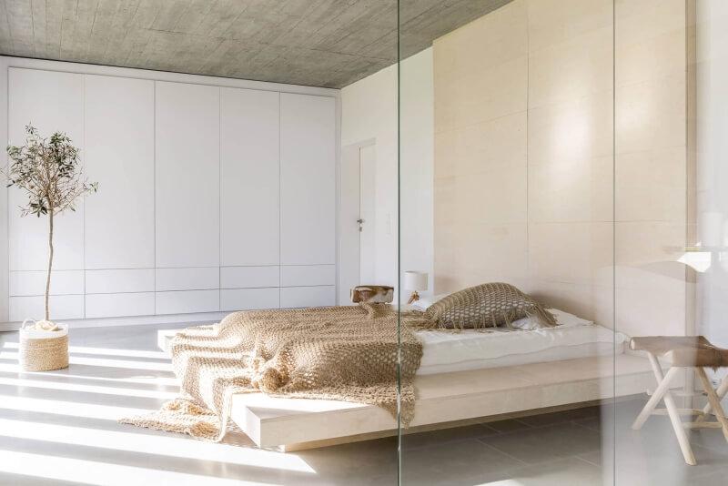 pur-trennwand-im-schlafzimmer-zur-wärmeisolation