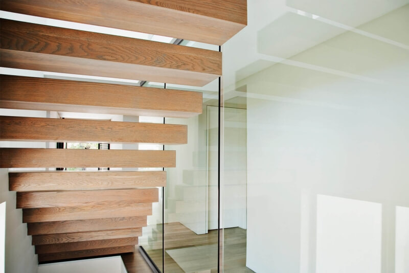 trav-verglasung-an-treppe