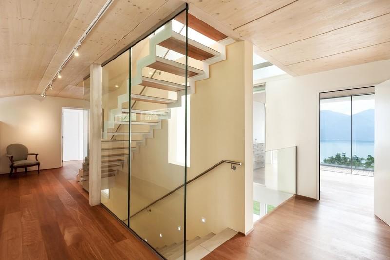 trennwand-slim-als-treppenhaus-verglasung