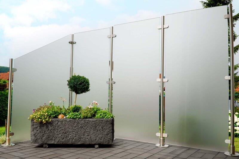 Wind- und Sichtschutz Transvent mit seitlichen Glasklemmen geeignet für jeden Außenbereich