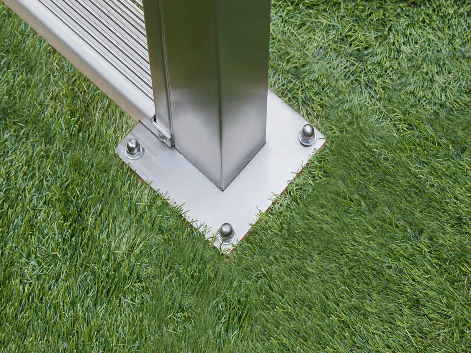 Gabionenzaun aus Steinen als Abgrenzung und Wind Lärm- und Sichtschutz für die Terrasse maßgefertigte Ausführung im schmalen Design