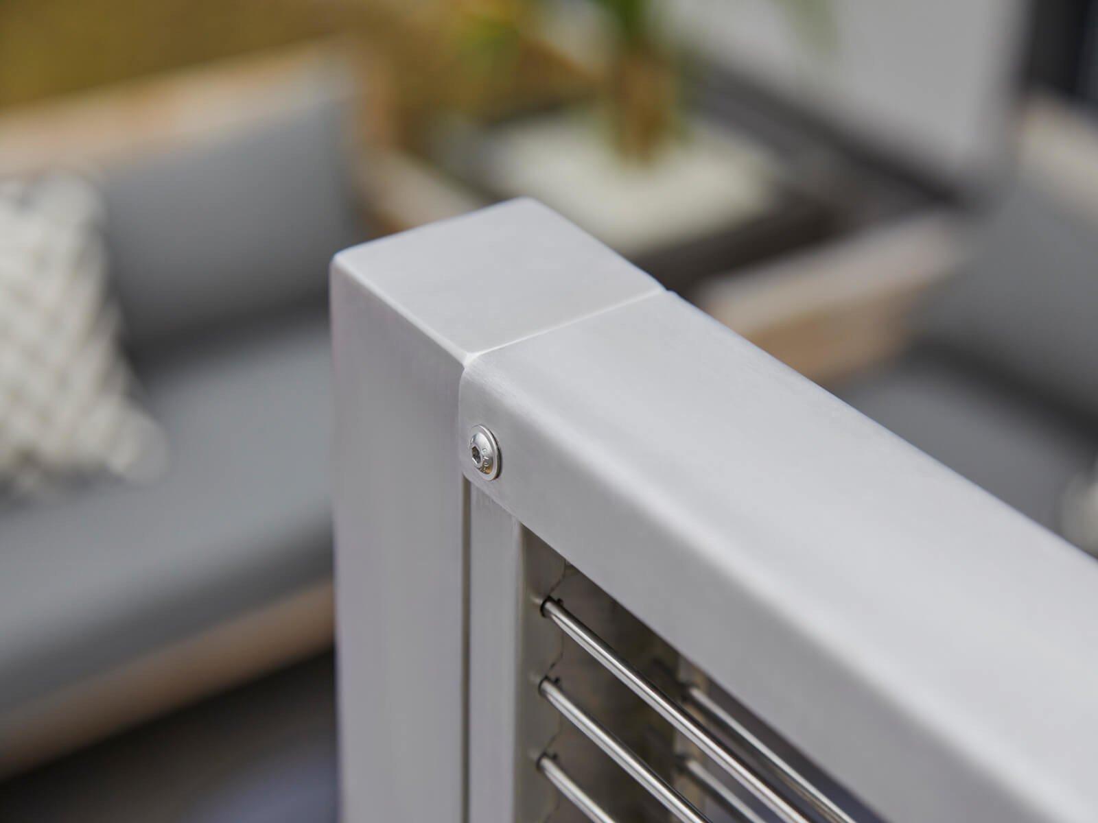 Gabionenzaun aus Steinenals Abgrenzung und Wind Lärm- und Sichtschutz für die Terrasse maßgefertigte Ausführung im schmalen Design