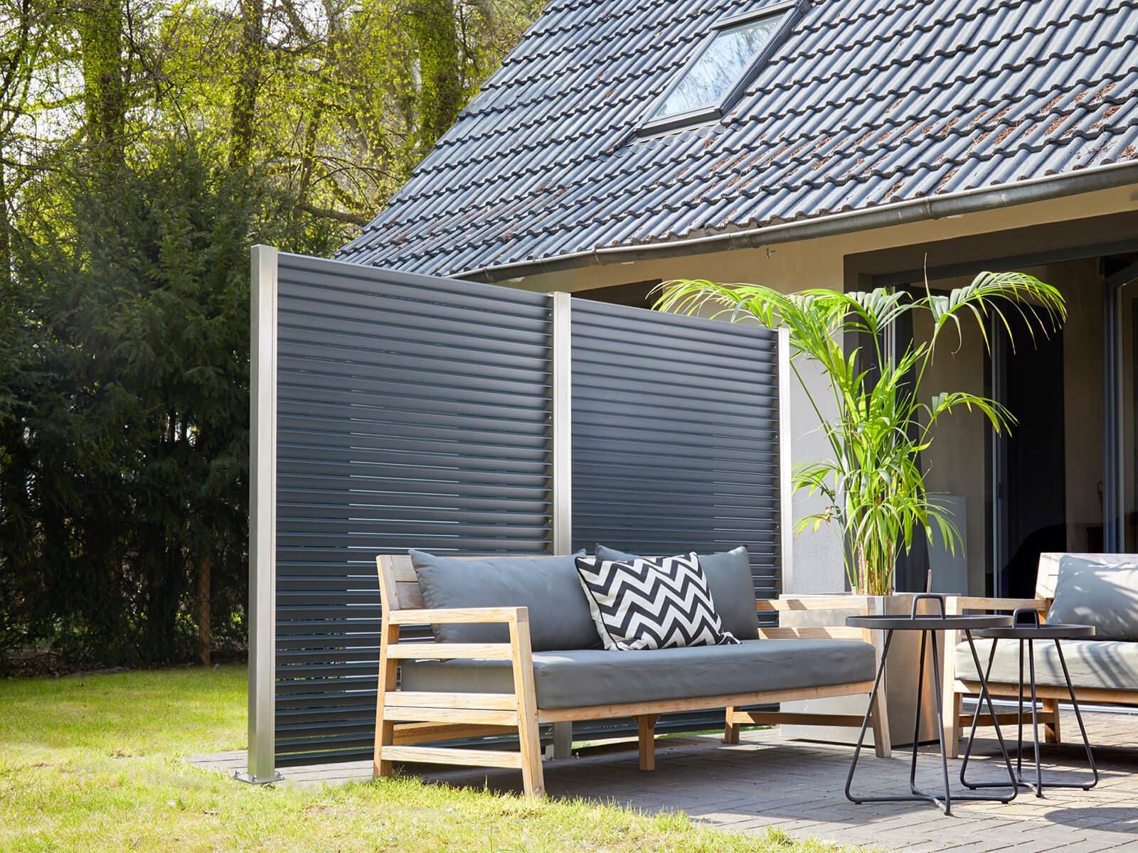 lamellenzaun-aus-hochwertigem-edelstahl-und-aluminium-optional-mit-pulverbeschichtung-als-windschutz-und-sichtschutz-fuer-den-outdoor-bereich