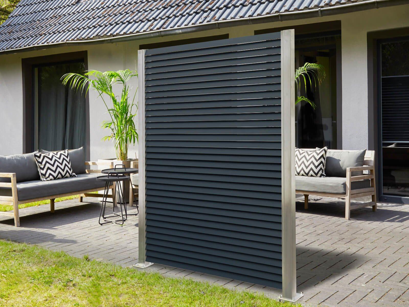 Lamellenzaun mit Lamellen aus Aluminium in Anthrazit eine elegante Lösung für Windschutz und Sichtschutz im Outdoor Bereich