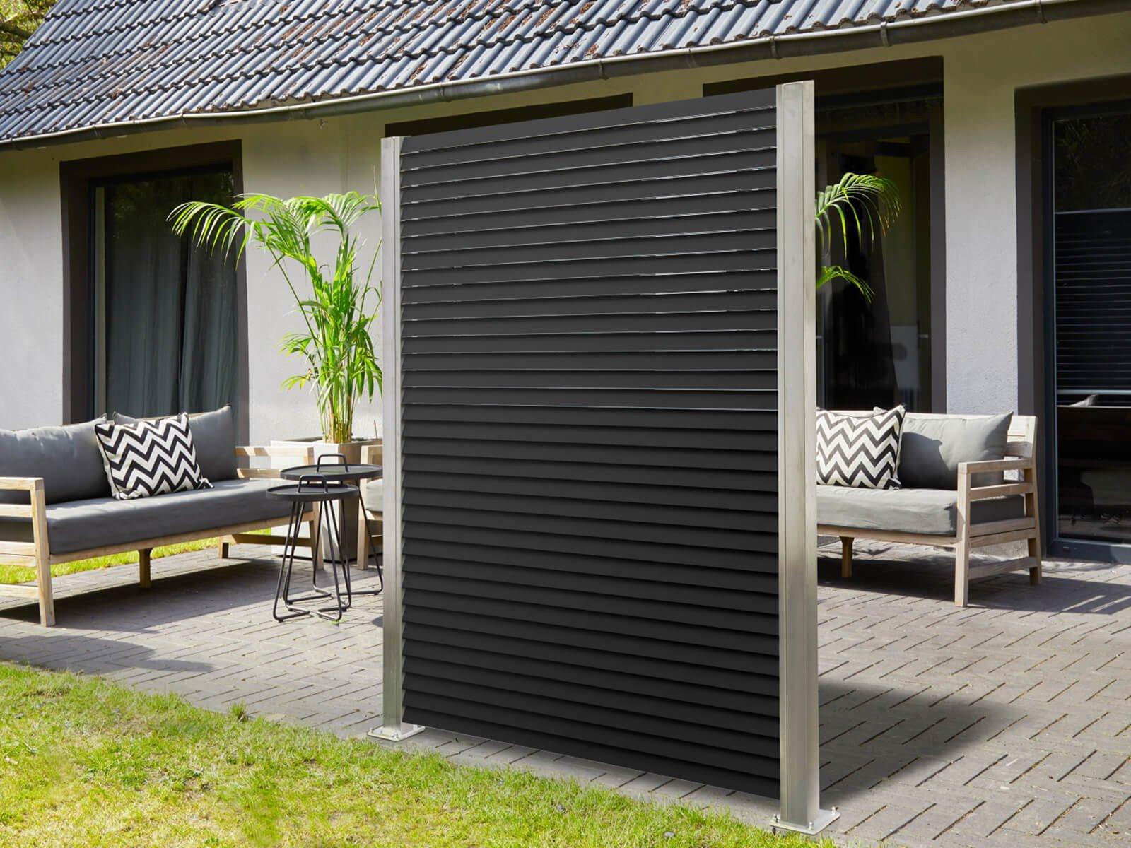 Lamellenzaun Porto in Schwarz ideal für größere Flächen im Garten modern und elegant