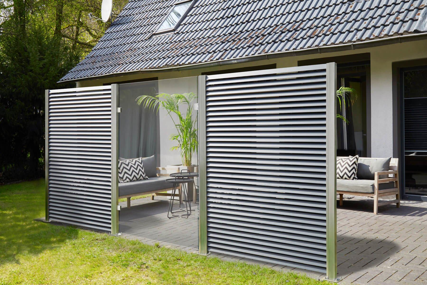 lamellenzaun-porto-kombinierbar-mit-verschiedenen-elementen- Glas-corten-oder-gabionen-ein-highlight-fuer-jede-terrasse-oder-garten- Gezielt-akzente-setzen