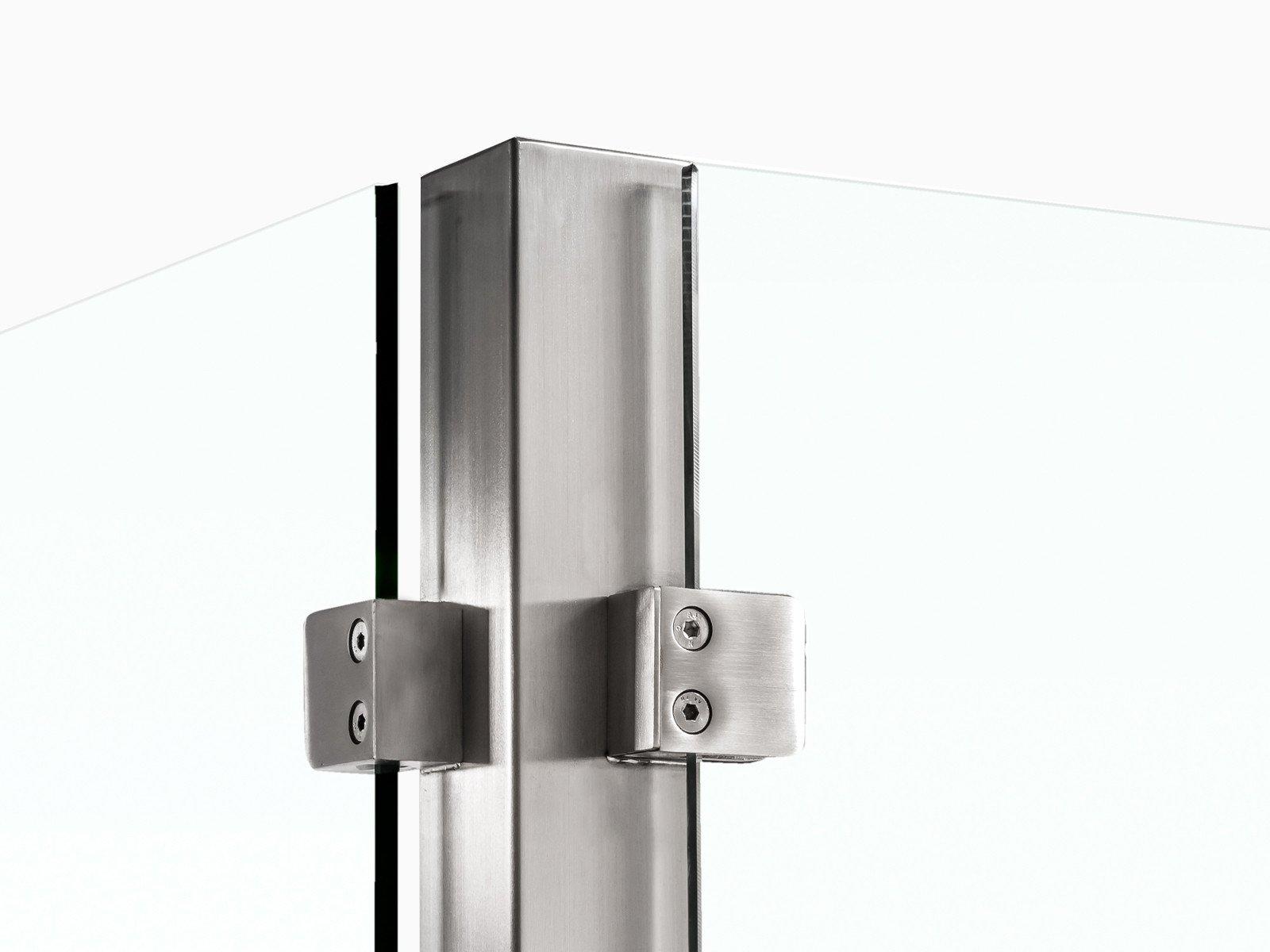 Pfostensystem-devitro-mit-rueckseitig-befestigten-glasklemmen-im-eckigen-design
