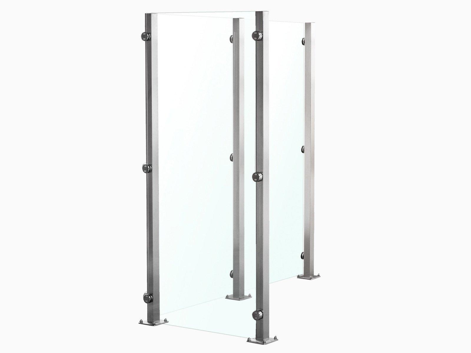 Wind- und blickdichtes Glaszaunsystem Devitro mit cleaner Optik durch Rückseitig befestigste Glasklemmen