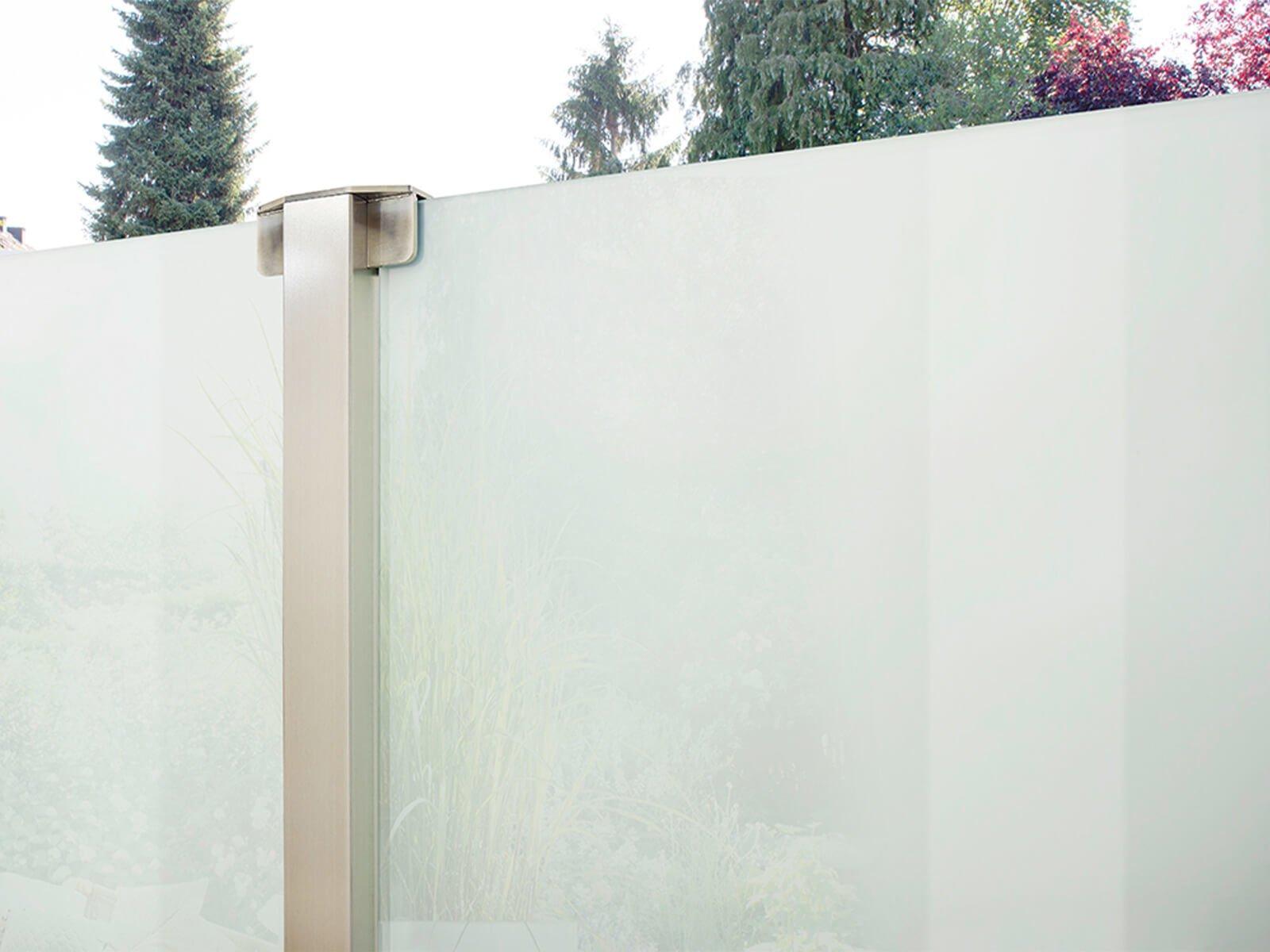 Glaszaun mit Windschutz und Sichtschutz modernes Design individuell nach Maß für Garten und Terrasse