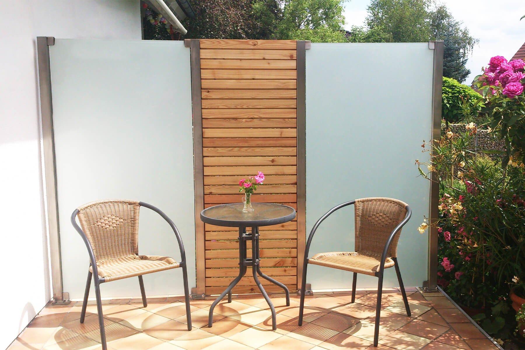 Glaszaunsystem kombiniert mit Holzzaun Individuelles Design und Einsatz für Garten und Terrasse