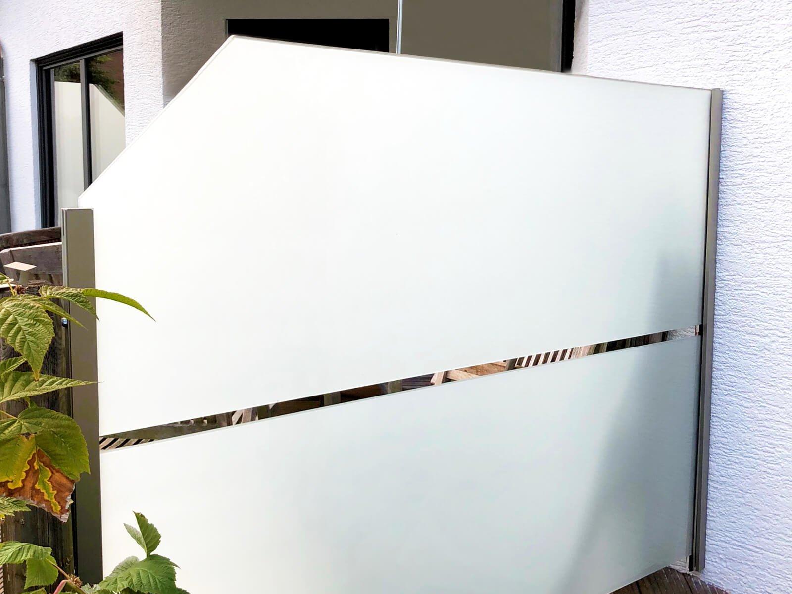 Wind- und Sichtschutz Densa mit individuellen Schrägschnitten und Gestaltungsmöglichkeiten für Garten und Terrasse