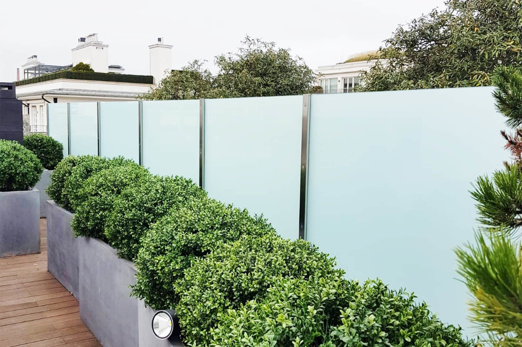 Wind- und Sichtschutz Densa rostfrei wetterfest für jeden Aussenbereich mit zweiteiligem Pfostensystem puristisch und modern