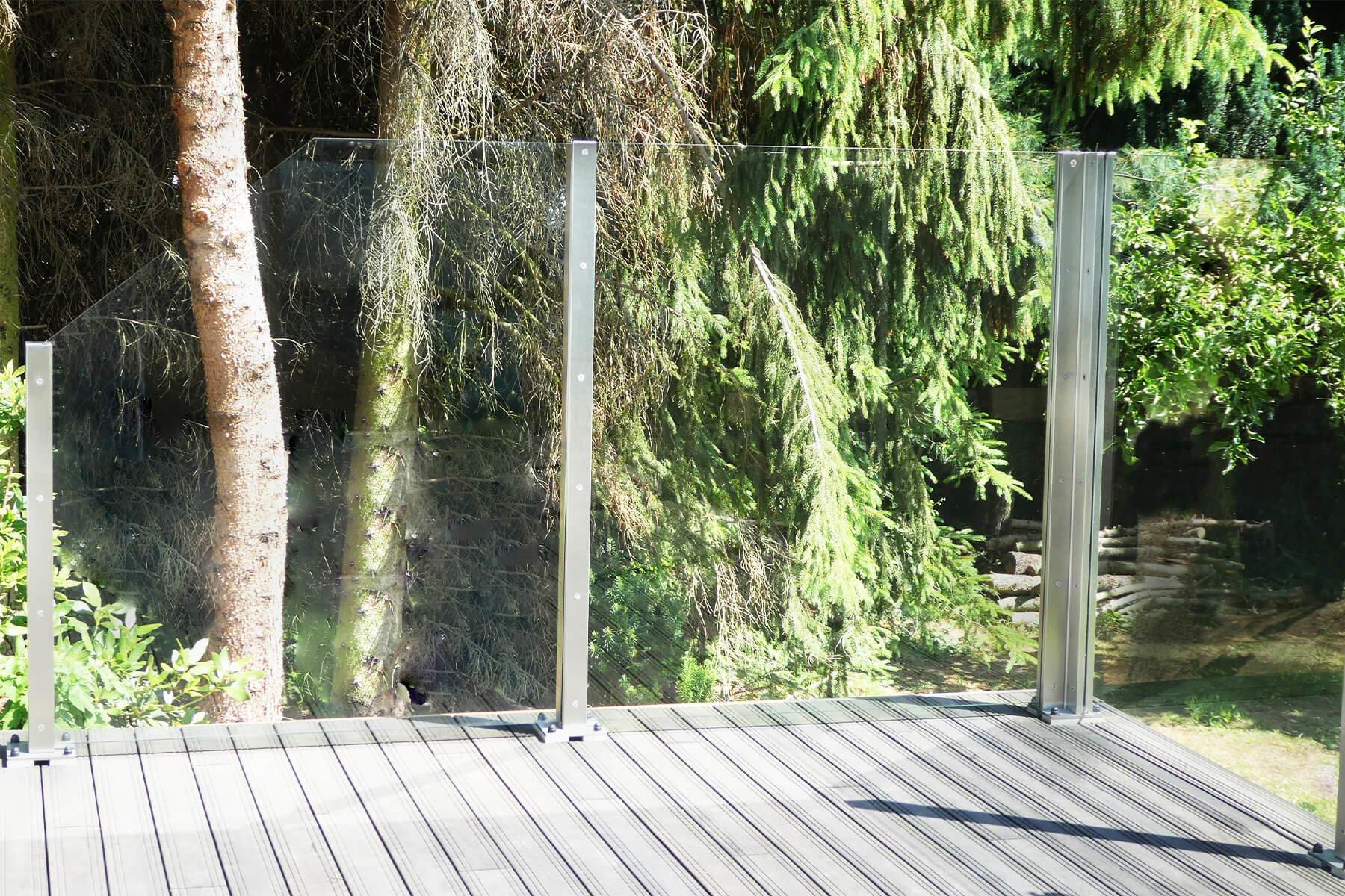 Windschutz aus Glas mit  Individuellen Schrägschnitten ohne Sichteinschränkung für jeden Aussenbereich