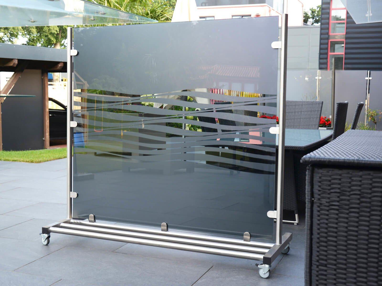 wind-und-sichtschutz-aus-glas-individuell-nach-mass-fertig-montierte-lieferung