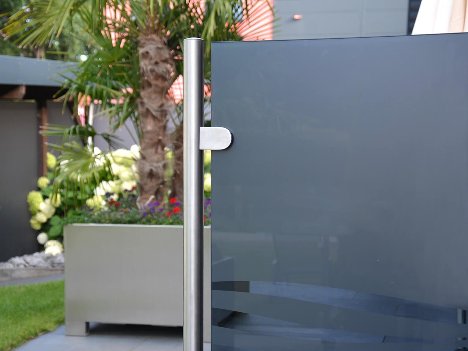 Wind- und Sichtschutz Rückpfosten zweiteiliges-klemmsystem-mit-cleaner-optik-und-design