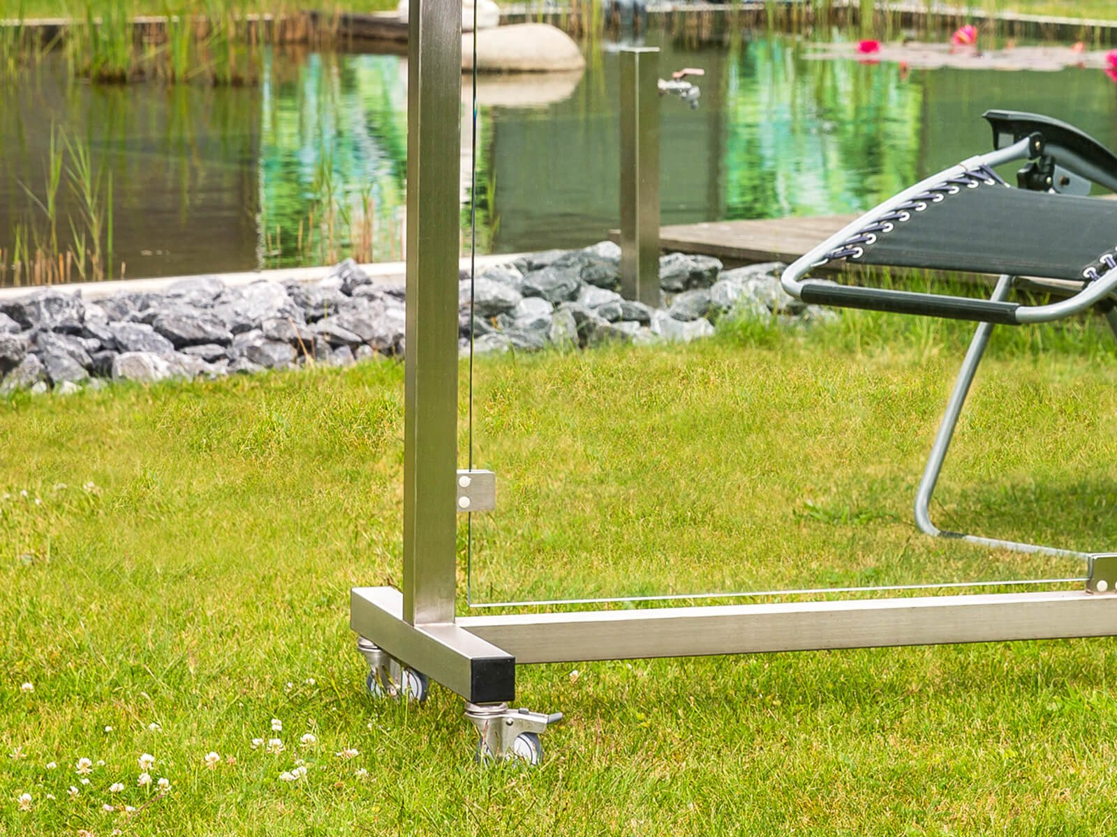 windschutz-sichtschutz-mobil-freistehend-und-beweglich-auf-rollen-idealer-einsatz-fuer-alle- aussenbereich