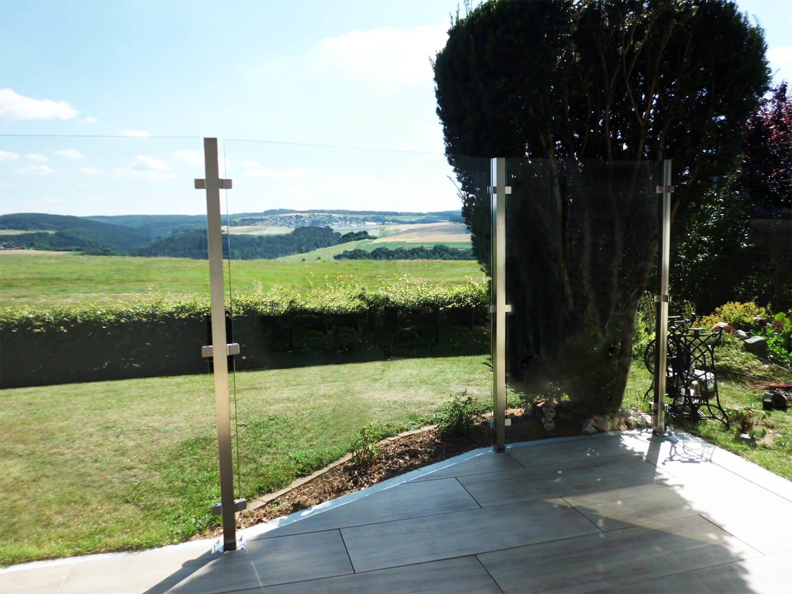 Winddichtes Glaszaunsystem Feng ohne Sichteinschränkung in eleganter Optik für Garten und  Terrasse
